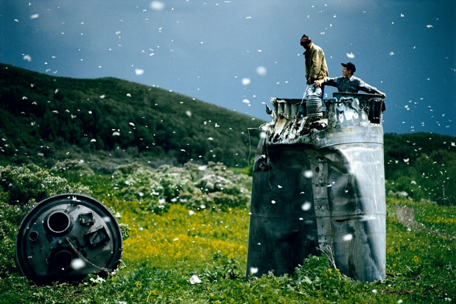 Jonas Bendiksen: Satellites